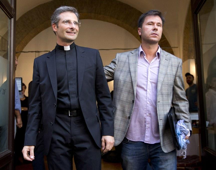 "Gays Gays Krysztof Charamsa: ""Mi salida del armario ha sido un gesto cristiano'"